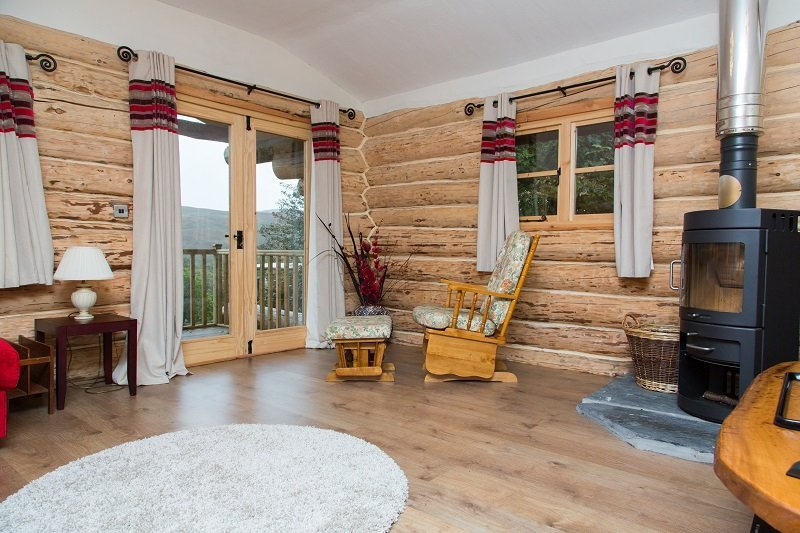 Log Cabin lounge
